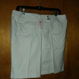 Ann Taylor Bermuda Signature Fit Shorts 10P Stone